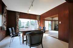 リビングの様子。右奥の和室が管理人室です。(2011-10-27,共用部,LIVINGROOM,1F)
