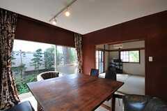 かなり大きめのワークテーブルです。(2011-10-27,共用部,LIVINGROOM,1F)