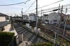 建物の前は線路。(2018-02-16,共用部,LIVINGROOM,2F)