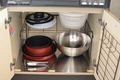 鍋類はコンロ下に収納されています。(2018-02-16,共用部,KITCHEN,2F)