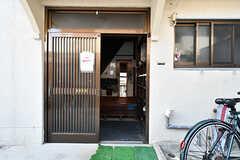 玄関の様子。(2017-09-15,共用部,GARAGE,1F)