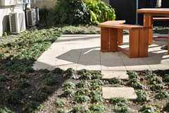 庭には置き石が置かれています。(2013-12-24,共用部,OTHER,1F)