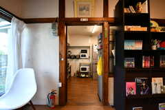 リビングの隣がキッチンです。(2020-08-28,共用部,KITCHEN,1F)