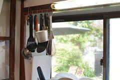 キッチンツールは引っ掛けて収納します。(2020-08-28,共用部,KITCHEN,1F)