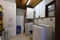 ランドリールームの様子。洗濯機は無料、乾燥機はコイン式です。(2020-08-28,共用部,LAUNDRY,1F)