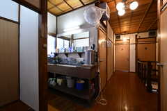 廊下に設置された洗面台。(2020-08-28,共用部,WASHSTAND,2F)