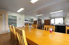 ダイニングテーブルの様子2。(2013-12-17,共用部,LIVINGROOM,2F)