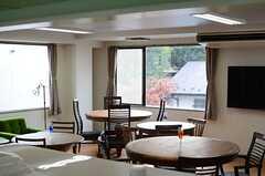キッチンから見たラウンジの眺め。(2013-12-17,共用部,KITCHEN,2F)