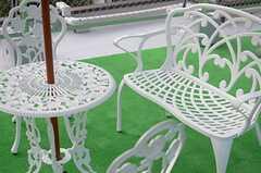 屋上にはパラソル付きのテーブルとチェアが用意されています。(2013-12-17,共用部,OTHER,3F)