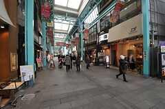 シェアハウスへ向かう途中にある商店街の様子。(2013-12-17,共用部,ENVIRONMENT,1F)