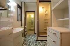 右側がシャワールーム、左側がバスルームです。(2014-09-10,共用部,BATH,3F)