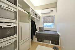 専有部の様子。造作家具が設置されています。(301号室)※モデルルームです。(2021-02-28,専有部,ROOM,3F)