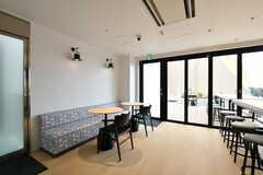 ラウンジの様子3。壁際はソファスペースです。(2021-03-25,共用部,LIVINGROOM,4F)