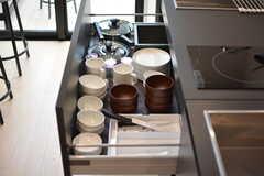 食器やキッチンツールは引き出しに収納されています。(2021-03-25,共用部,KITCHEN,4F)