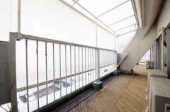 ベランダにはシェードが設置されています。(403号室)(2013-03-19,専有部,ROOM,4F)