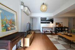 玄関から見たリビング周辺の様子。右手にソファ、奥にキッチンがあります。(2020-01-29,共用部,OTHER,4F)