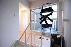 階段を上がるとこんな感じ。部屋が3室あります。(2014-10-15,共用部,OTHER,2F)