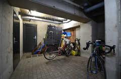 自転車置き場の様子。(2016-02-10,共用部,GARAGE,1F)