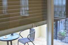 窓には防犯シャッターが付いています。(2013-03-25,共用部,OTHER,1F)