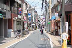 駅前から続く商店街の様子。(2021-07-26,共用部,ENVIRONMENT,1F)