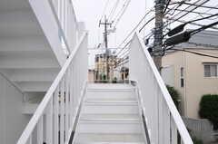 階段を上がって2Fの正面玄関へ。(2011-05-16,共用部,OTHER,1F)