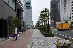 シェアハウスから各線・中野坂上駅へ向かう道の様子。(2011-05-16,共用部,ENVIRONMENT,1F)