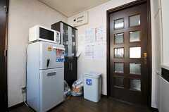 ドアからは玄関前に出られます。(2011-01-26,共用部,KITCHEN,3F)