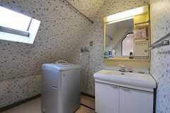 洗面台、洗濯機の様子。(2011-01-26,共用部,LAUNDRY,4F)
