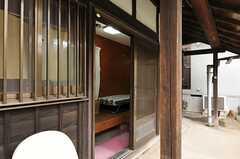 専用玄関の様子。(104号室)(2013-03-29,専有部,ROOM,1F)
