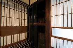 収納の様子。(102号室)(2013-03-29,専有部,ROOM,1F)