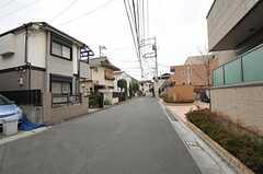 西武新宿線・鷺ノ宮駅からシェアハウスへ向かう道の様子。(2013-03-29,共用部,ENVIRONMENT,1F)