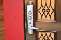B棟の玄関の鍵。ナンバー式のオートロックです。(2019-11-06,周辺環境,ENTRANCE,1F)