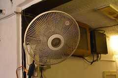 天井付近には、扇風機が設置されています。(2017-03-07,共用部,OTHER,1F)