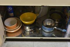 シンク下は鍋やフライパンが収納されています。(2017-11-28,共用部,KITCHEN,1F)
