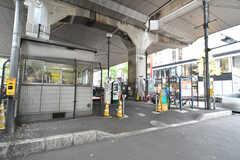 京王新線・幡ヶ谷駅周辺の様子。駅前には駐輪場があります。(2017-11-28,共用部,ENVIRONMENT,1F)