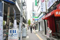 京王新線・幡ヶ谷駅前の様子。(2017-11-28,共用部,ENVIRONMENT,1F)