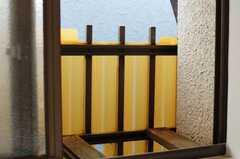 専有部の様子8。小さな窓を開けるとこんな感じ。(202号室)(2009-11-20,専有部,ROOM,1F)
