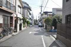 京王線笹塚駅からシェアハウスへ向かう道の様子。(2009-11-20,共用部,OTHER,1F)