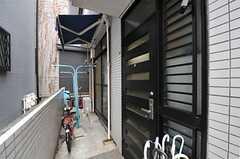 玄関ドアの様子。(2012-03-04,周辺環境,ENTRANCE,1F)