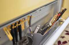 シンク下には、調理器具を掛けられるような収納があります。(2012-03-04,共用部,KITCHEN,2F)