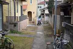 シェアハウスは落ち着いた路地の先に建っています。(2012-03-04,共用部,ENVIRONMENT,1F)