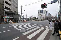 東京メトロ丸ノ内線・新中野駅前の交差点。(2012-03-04,共用部,ENVIRONMENT,1F)