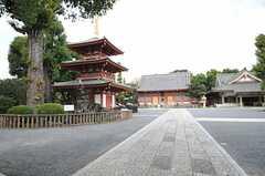 近くにある神社。塔がなかなか素敵です。(2013-11-11,共用部,ENVIRONMENT,1F)