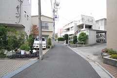 各線・中野坂上駅からシェアハウスに向かう道の様子。(2013-11-11,共用部,ENVIRONMENT,1F)
