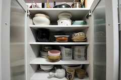 食器棚の様子。(2012-01-24,共用部,KITCHEN,1F)