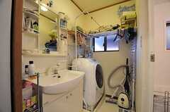 脱衣室に設置された洗面台の様子。(2012-01-24,共用部,BATH,1F)