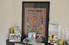 入居者さんの私物です。美しいタンカもあります。(101号室)(2012-01-24,専有部,ROOM,1F)