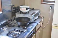 ガスコンロは2台ならんでいます。(2012-07-09,共用部,KITCHEN,1F)