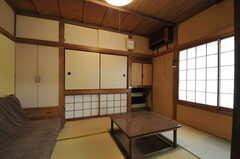 キッチン側から見た居間の様子。(2012-07-09,共用部,LIVINGROOM,1F)