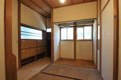 専有部の様子。床はカーペットを敷く予定だそう。(102号室)(2012-07-09,専有部,ROOM,1F)